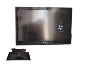 تلویزیون کارکرده ال جی مدل 32LV55000-TA با پایه و کارتن ایراد یک خط عمودی